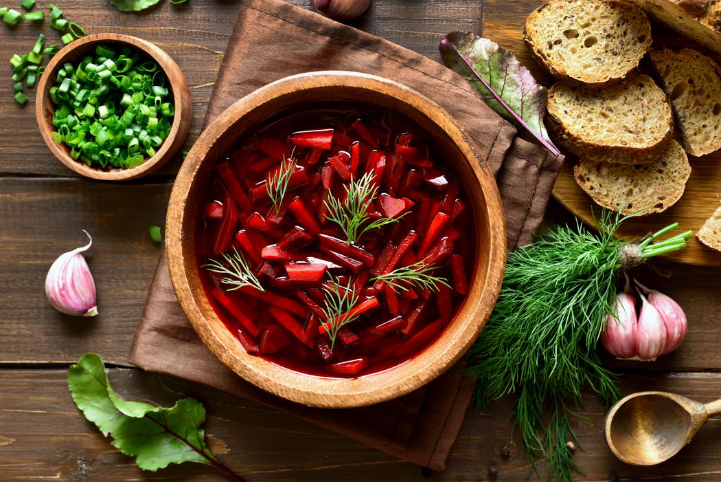 Red borscht with pork ribs
